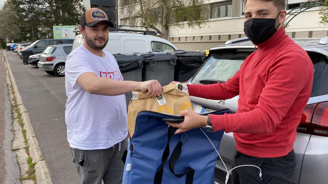 Corentin Ducrocq travaille pour Uber Eats depuis le 21 décembre 2021. Il livre les communes du Touquet, d'Etaples et de Cucq.
