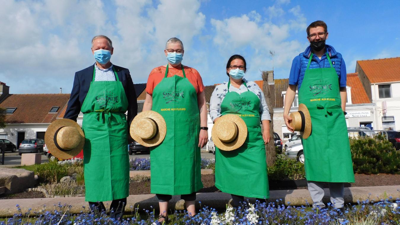 Le maire, Christine Veron, Aurélie Mailly et Olivier Dumon, en jardiniers masqués.