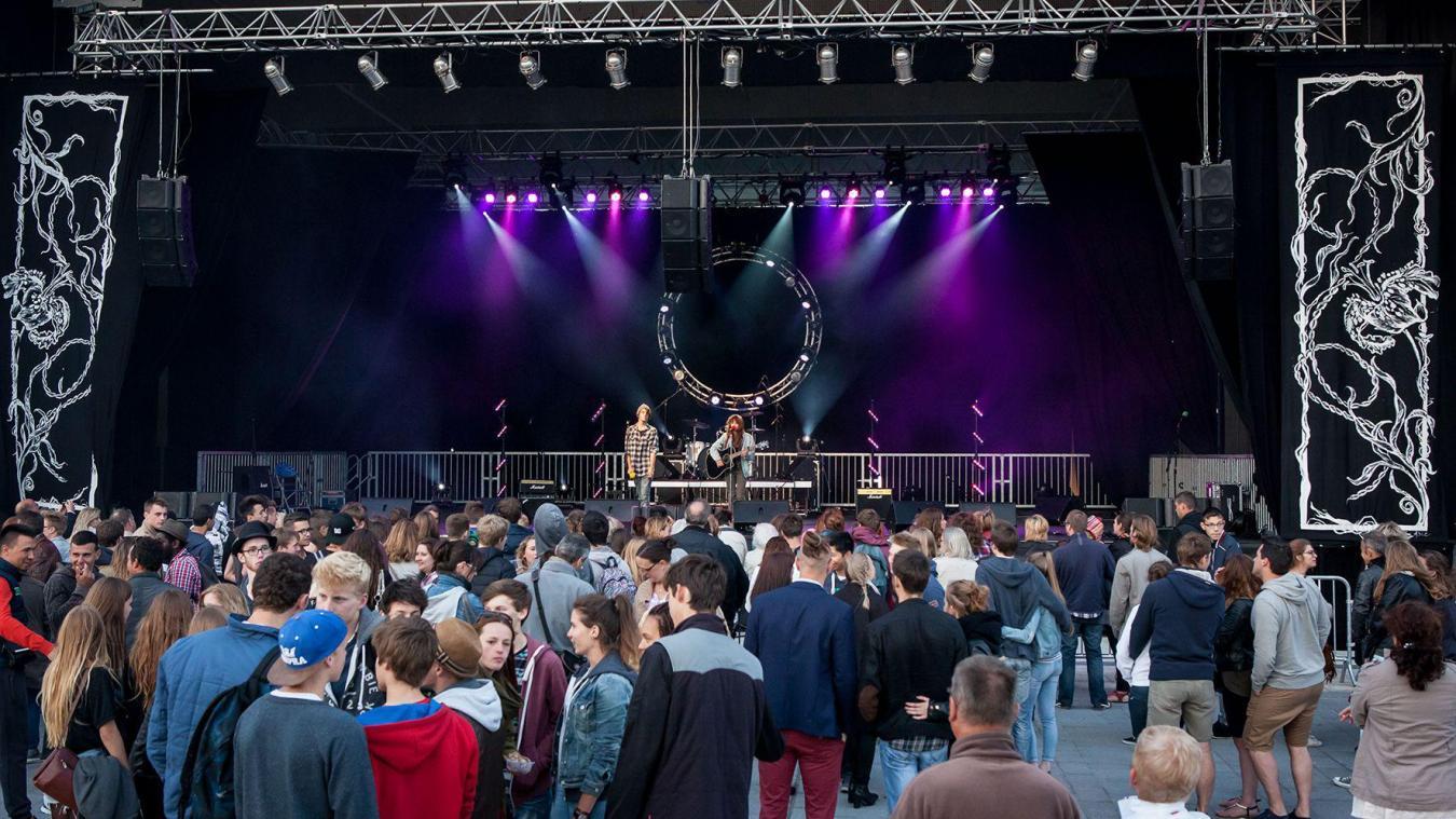 Après avoir accueilli des concerts, la halle de la place d'Armes à Calais accueillera-t-elle des humoristes en septembre 2022 ?