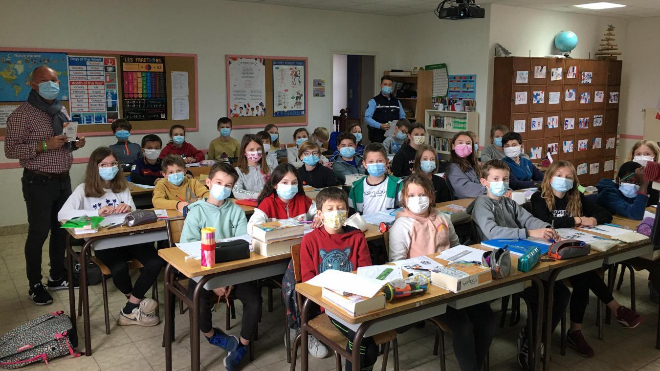 Les enfants ont participé à des ateliers en classe avant de passer l'examen du permis internet.