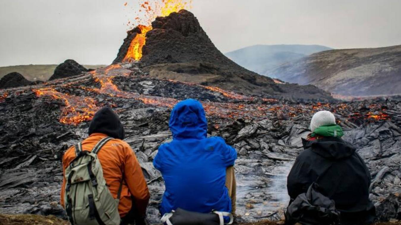 Les spectateurs sont venus nombreux pour profiter du spectacle. Il est en effet plutôt rare de pouvoir autant s'approcher d'une éruption.