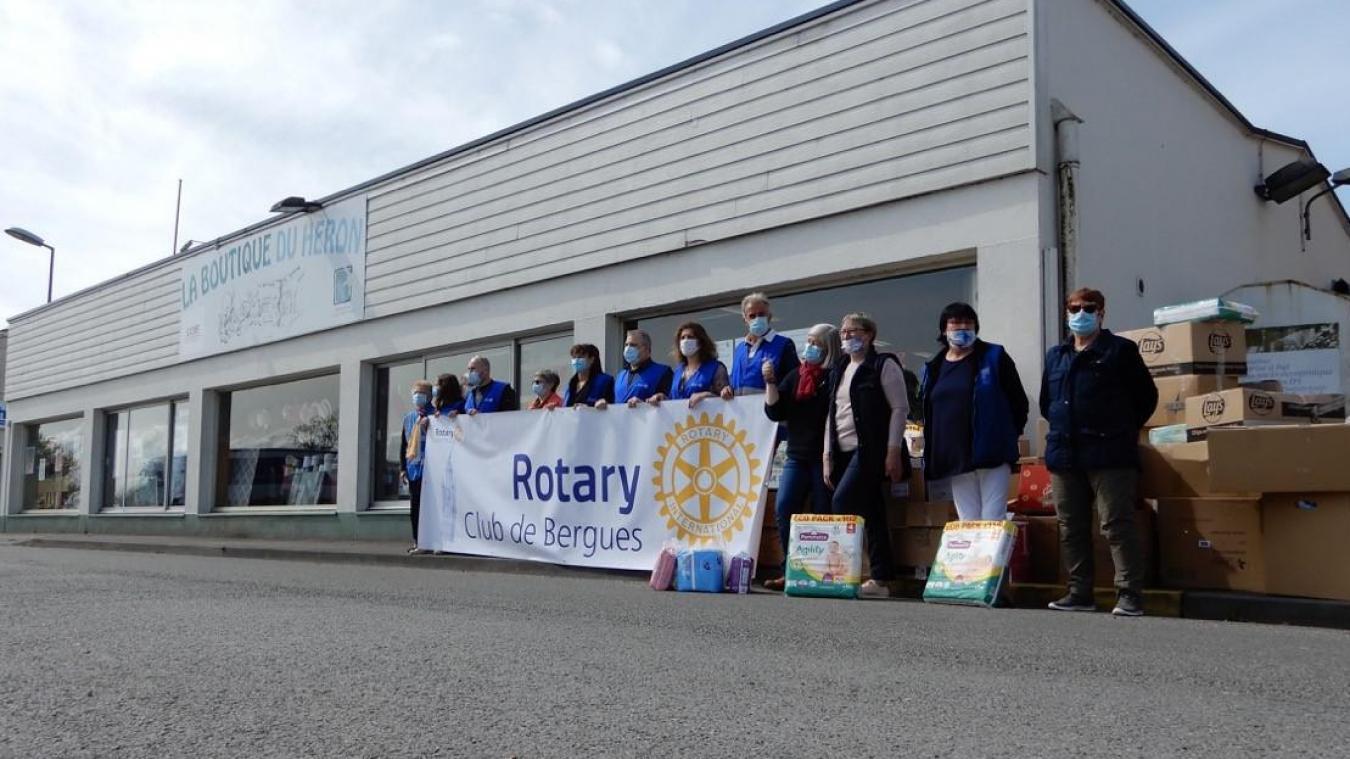 Le Rotary club de Bergues a remis l'équivalent de vingt caddies de produits d'hygiène à la Boutique du Héron, le 11 mai, le résultat de sa première action.