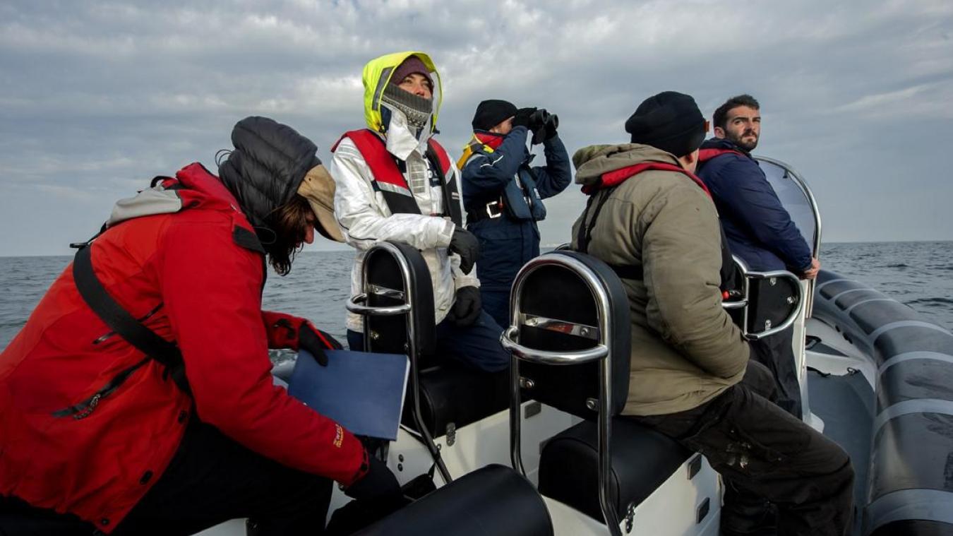 L'association effectue des surveillances en mer, mais aussi depuis les falaises du Kent, pour repérer les embarcations de migrants qui n'auraient pas encore été récupérées par les navires de la Border Force.