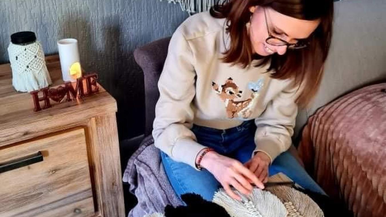 Les clients peuvent passer des commandes auprès de Charlotte Bogaert pour des accessoires personnalisés.