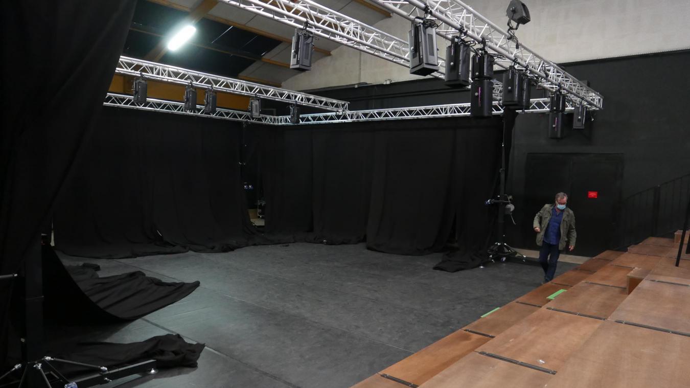 Une scène de 100 m2 et des gradins de 76 places pour l'incubateur artistique.
