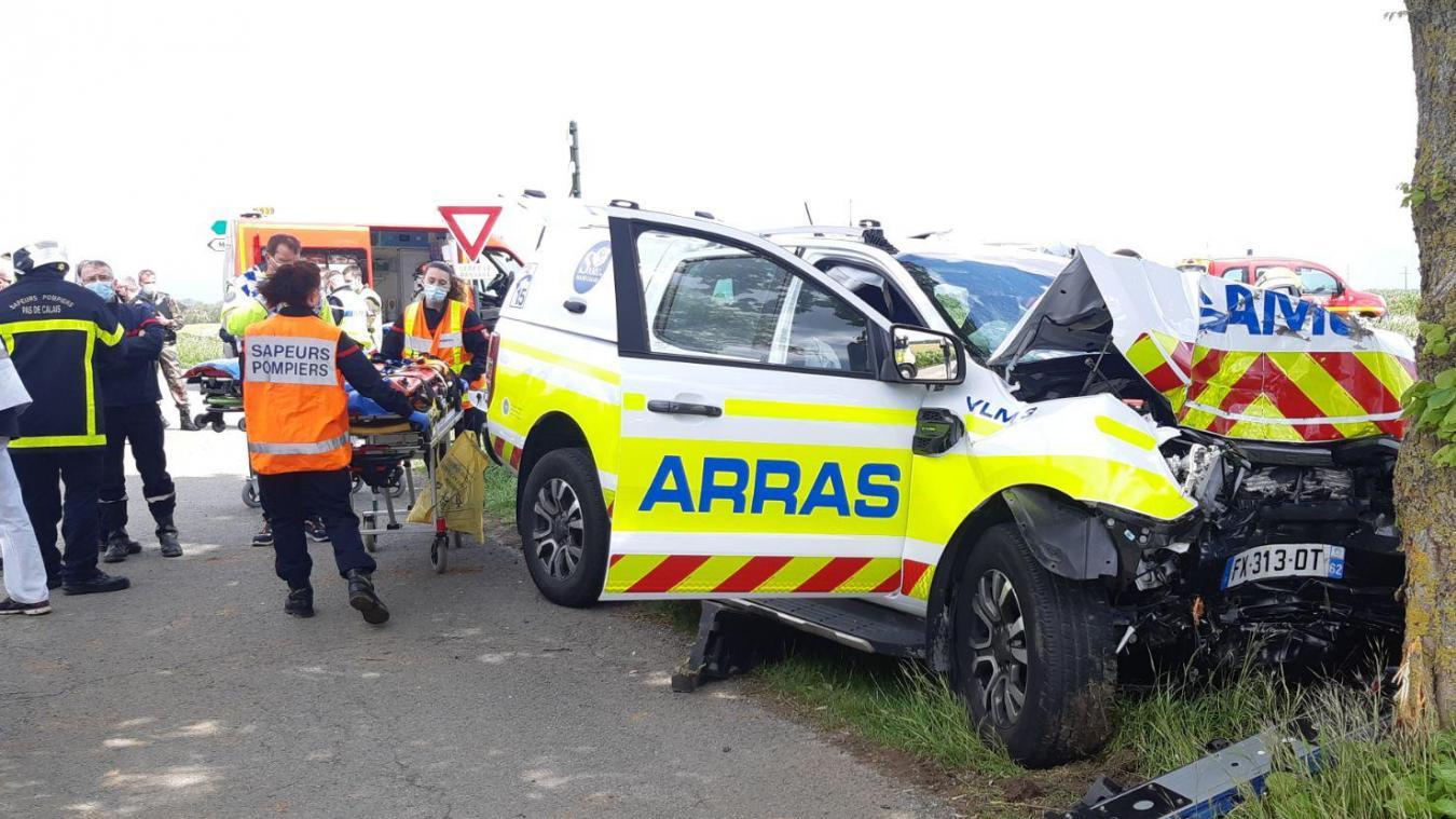 Deux passagers ont été héliportés vers Lille.