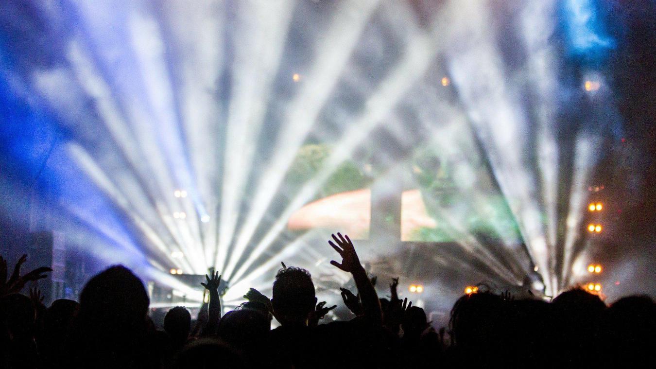 Il faut au moins 20 000 volontaires pour pouvoir ensuite sélectionner deux groupes, dont un qui participera au concert d'Indochine