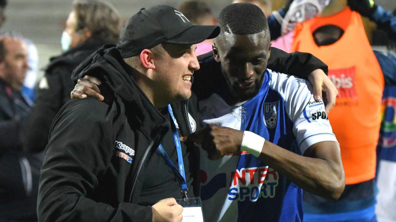 Dunkerque : Demba Thiam et Julien Hamez, l'intendant, célébrent le maintien de l'USLD en Ligue 2.