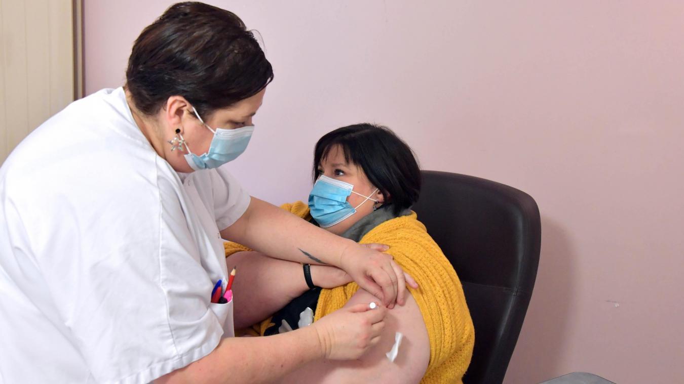 La vaccination devait être ouverte à tous les adultes à partir du 15 juin.