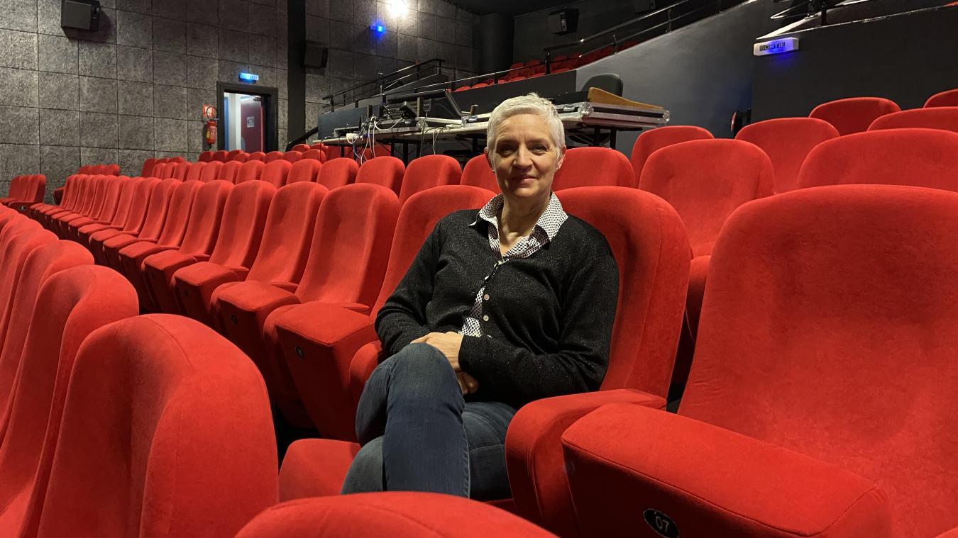 Les sièges rouges vides et l'écran noir éteint attendent avec impatience les premiers spectateurs mercredi.
