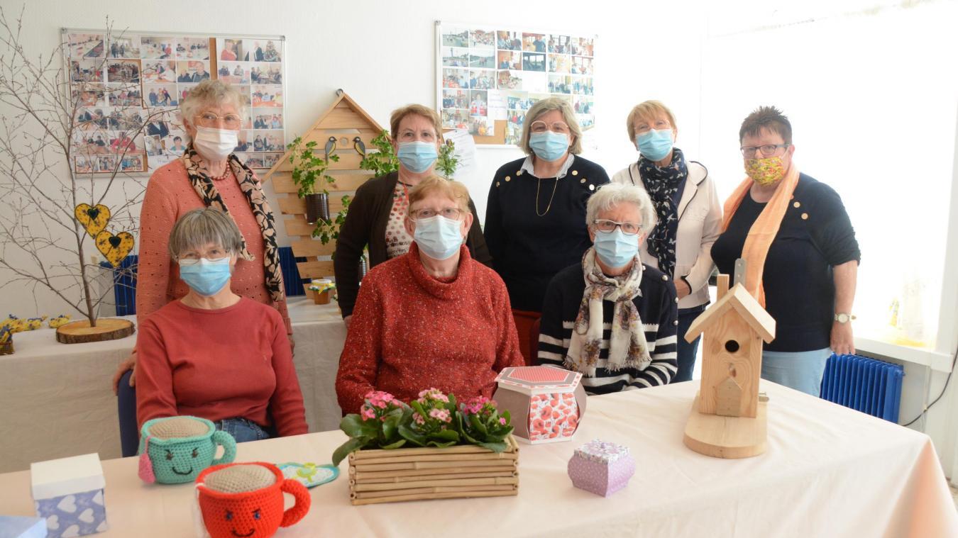 Les bénévoles du Secours Catholique ont réalisé de nombreuses idées cadeaux pour la fête des mères.