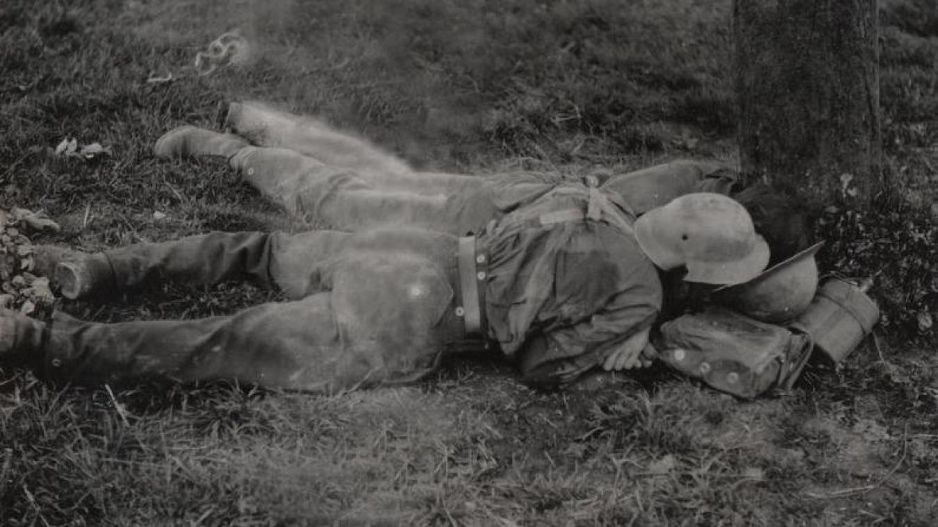Guy Rommelaere, historien, a retrouvé des photos du massacre. Sur celle-ci, les corps de deux soldats anglais à la Plaine au bois.