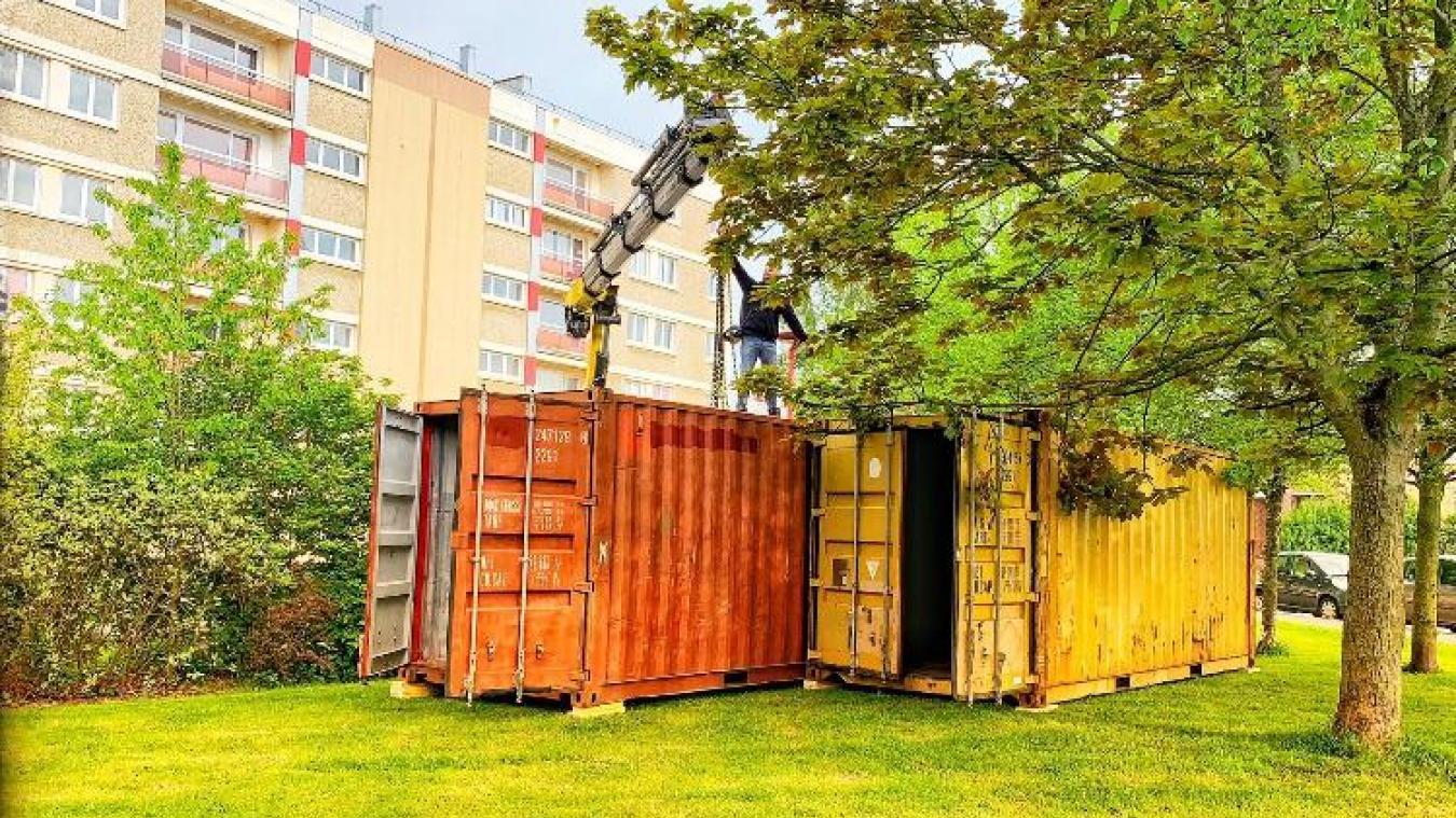 Les deux containers ont été installés en face de la friterie du Nouveau-Monde.