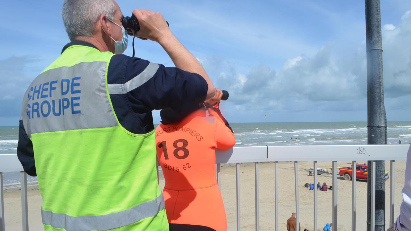 Alertés les pompiers se sont assuré qu'aucun kite surfeur n'était en danger ce dimanche à Merlimont.