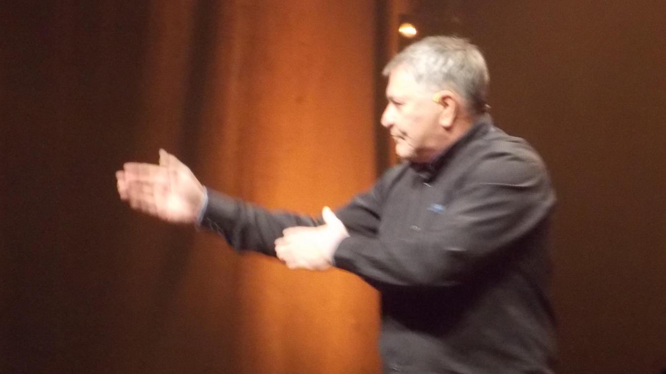 Jean-Marie Bigard sur la scène de la Salle du Manège, le 9 novembre 2019, à Aire-sur-la-Lys.