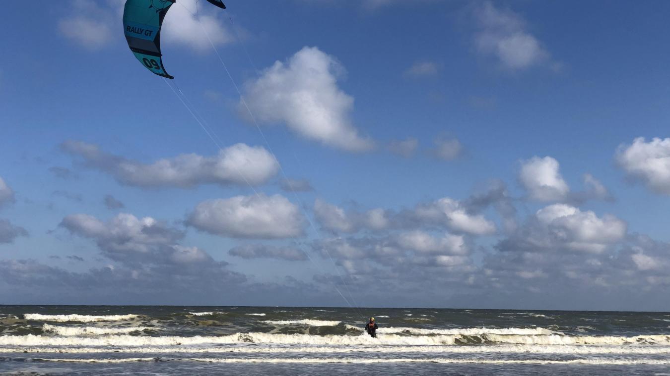 La préfecture maritime conseille de différer tout départ en mer.