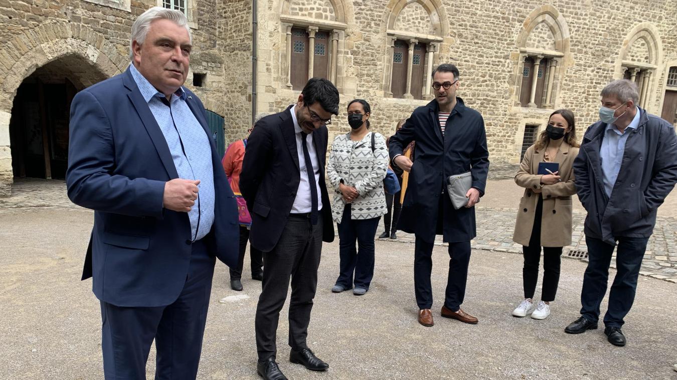Mercredi dernier, Frédéric Cuvillier a fait le tour des lieux culturels en compagnie de Hilaire Milton, directeur régional des affaires culturelles.