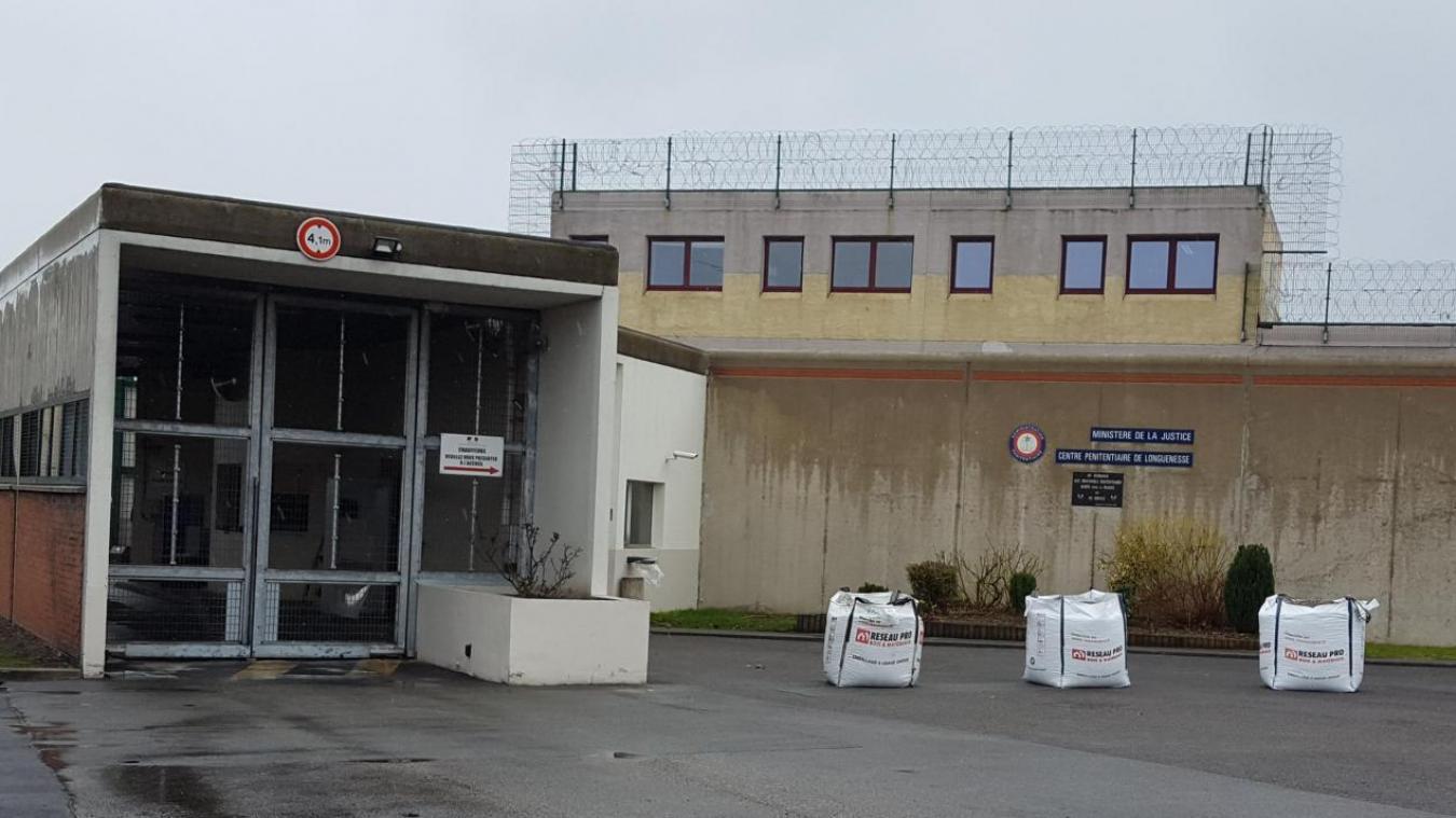 Longuenesse : un détenu met le feu à sa cellule pour du tabac