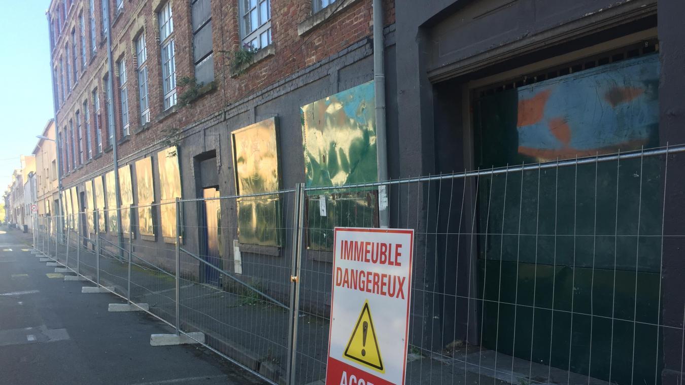 Le maire n'a pas manqué de rappeler que la réhabilitation d'une ancienne usine peut aussi virer à l'échec, comme c'est le cas rue Auber, où une résidence inaugurée en 2010 a été désaffectée en urgence.