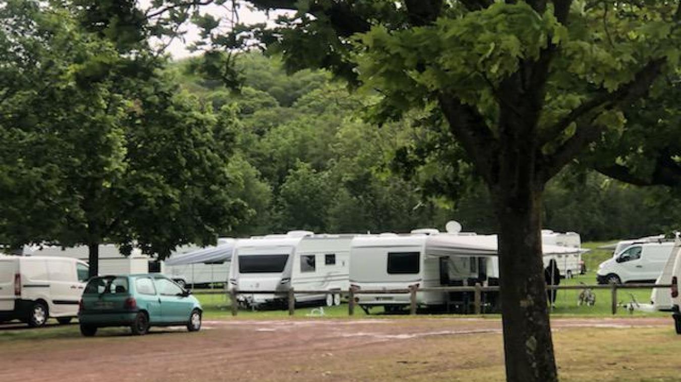 Environ 50 familles issues de la communauté des gens du voyage ont pris leur quartier à la Volville.