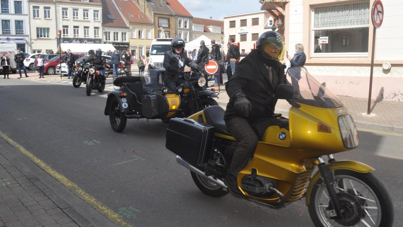 Les gentlemen motards ont fait le spectacle au départ de Guînes (photos)