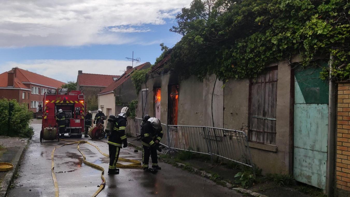 Les sapeurs-pompiers de Gravelines ont maîtrisé l'incendie ce lundi après-midi, à Grand-Fort-Philippe.