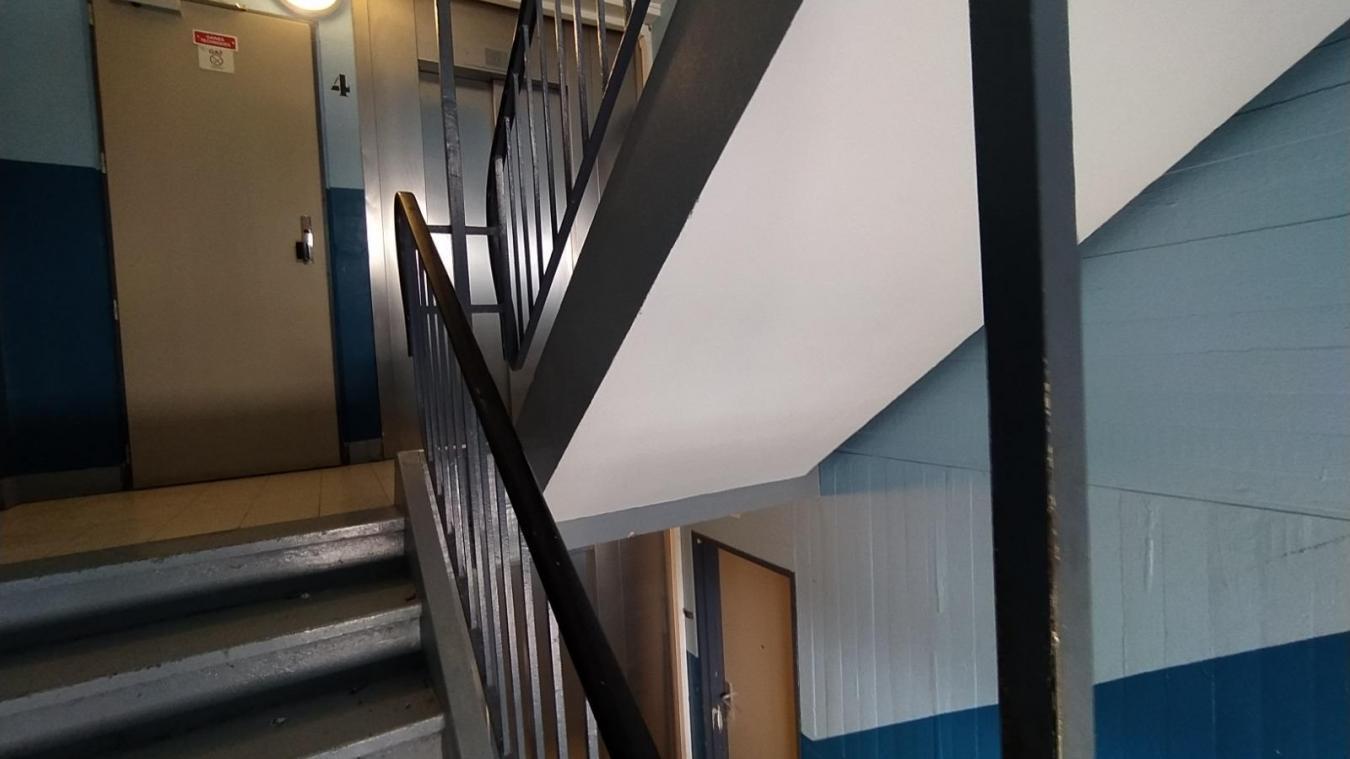 Darmanin annonce une amende de 135 euros pour ceux qui squattent les halls d'immeubles