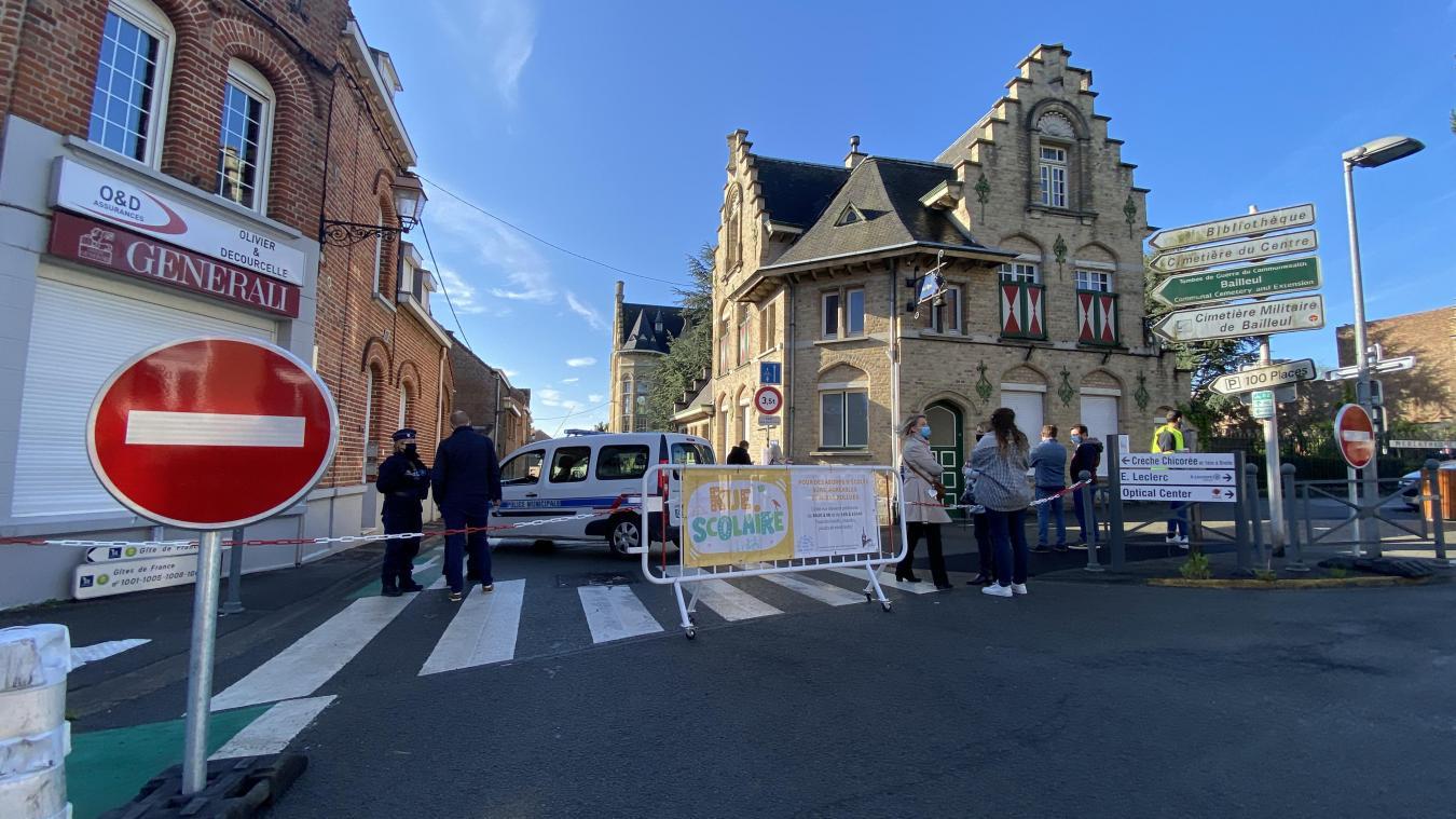 Depuis ce mardi 25 mai, et jusqu'au 6 juillet, la rue des Sœurs-Noires est piétonne aux heures d'arrivée et de départ de l'école.