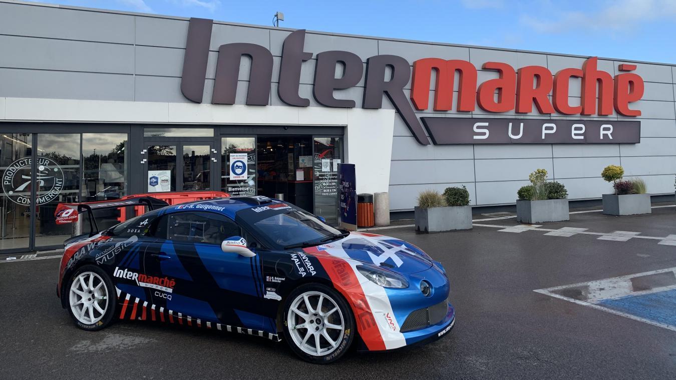 Cucq : l'Alpine A110 de François Delecour en exposition à Intermarché avant le Rallye du Touquet