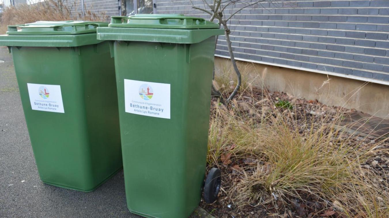 25000 bacs verts ont été distribués dès janvier 2016 dans 35 communes de l'agglomération afin de remplacer les fagots ou les sacs posés sur le trottoir.
