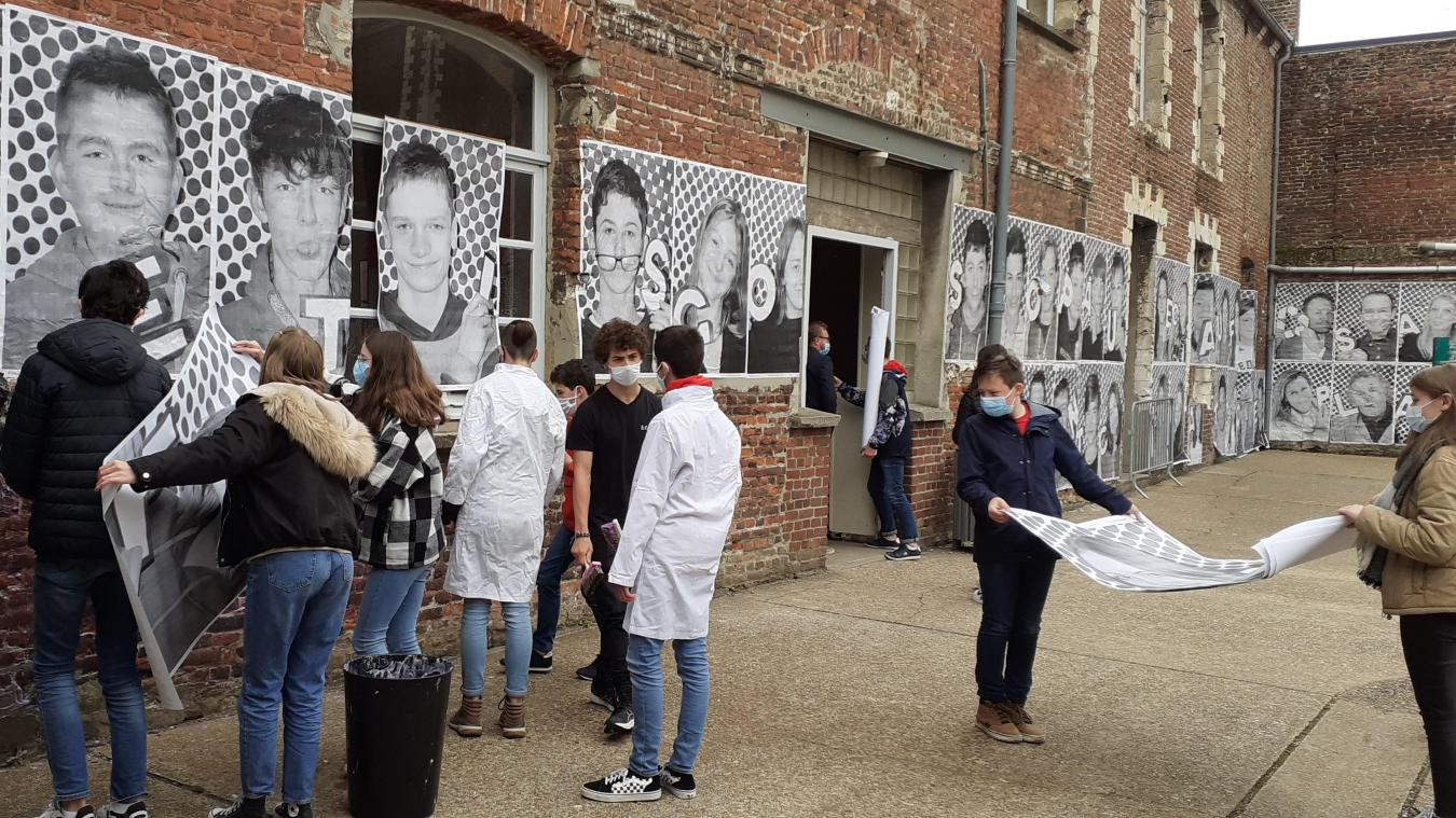 Au sein du collège Sainte-Marie à Aire-sur-la-Lys, les artistes au travail.