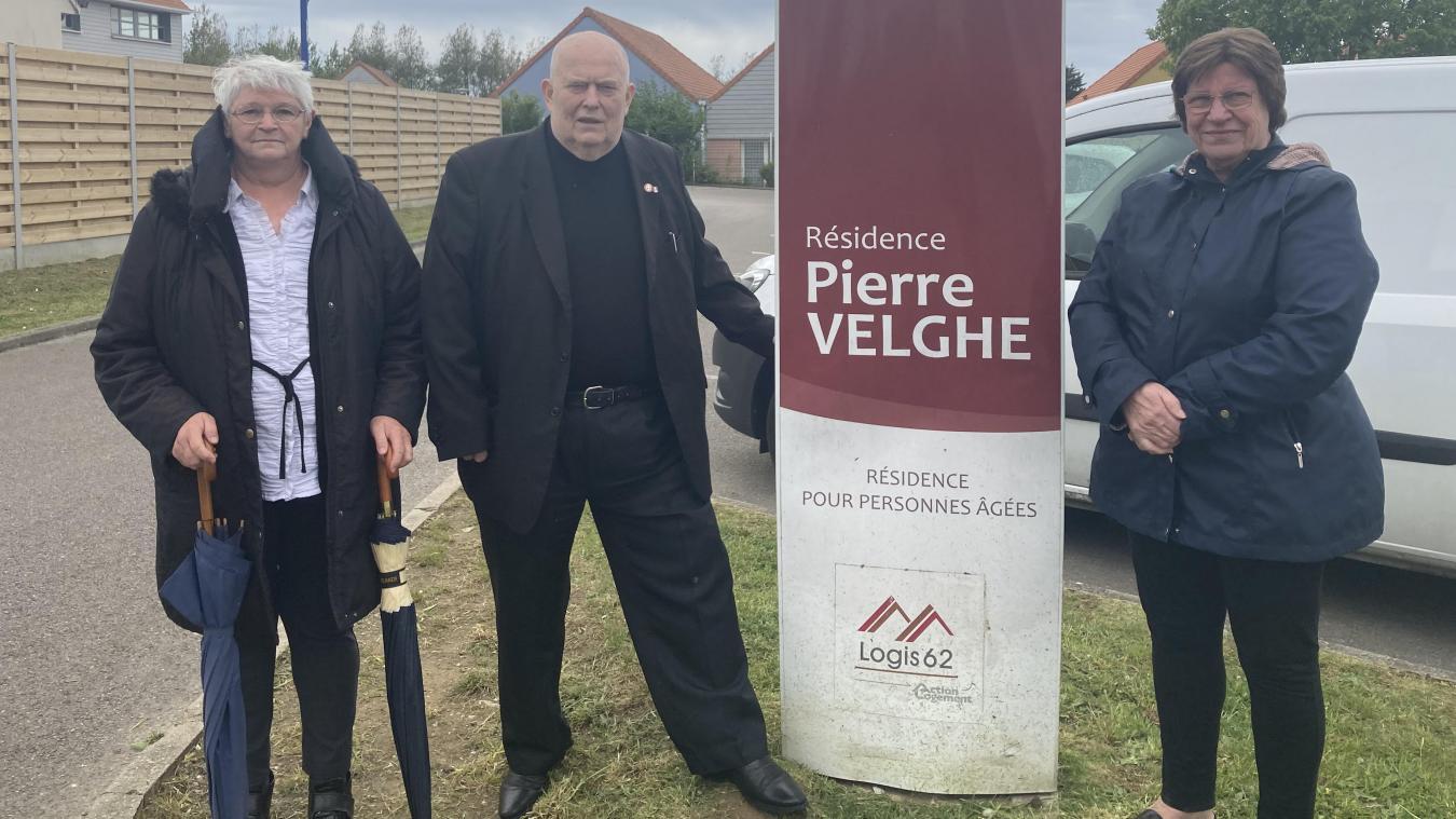 Michel Crombet entouré de sa femme Liliane et d'Edith Dourlens, vice-présidente de l'association.