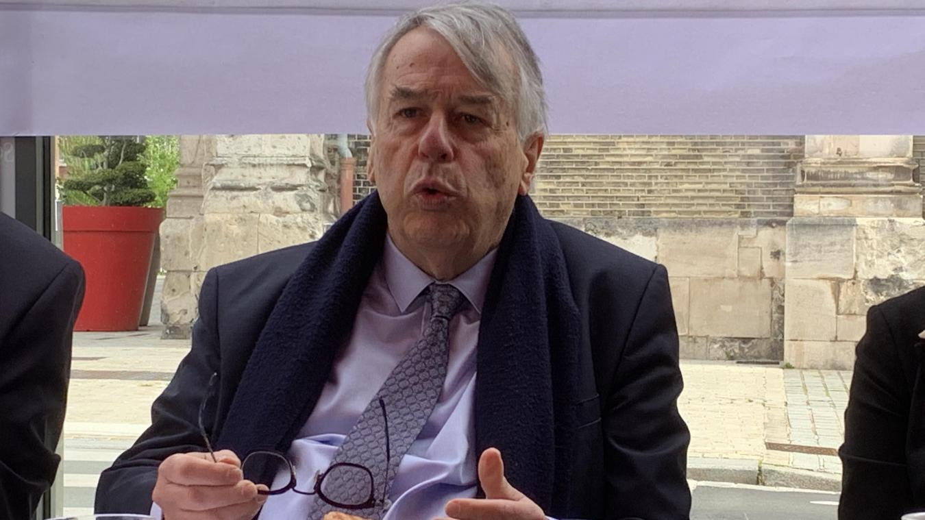 Jean-René Lecerf est en campagne dans le Dunkerquois pour mener un front républicain face au Rassemblement national en vue des élections départementales.