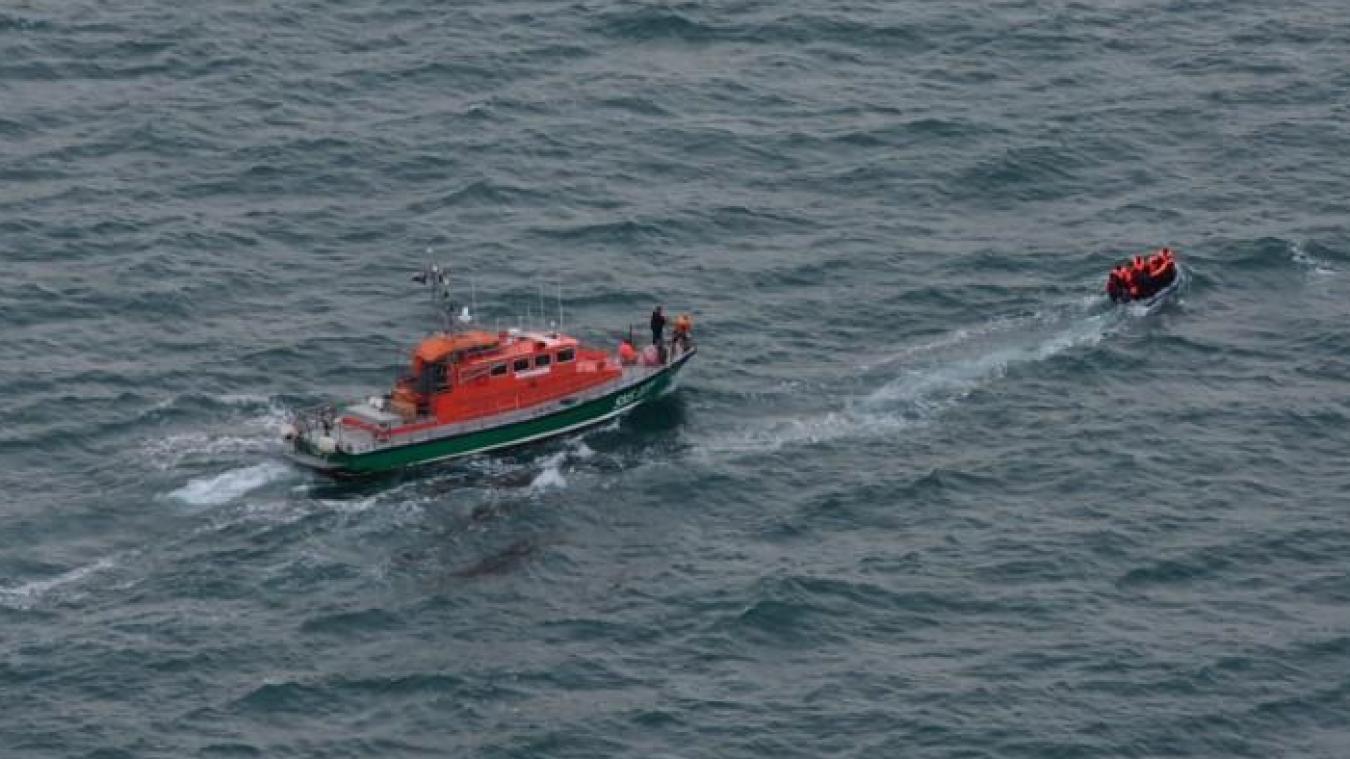 Les 28 naufragés ont été pris en charge par la police aux frontières et les sapeurs pompiers de Boulogne à leur arrivée au port.
