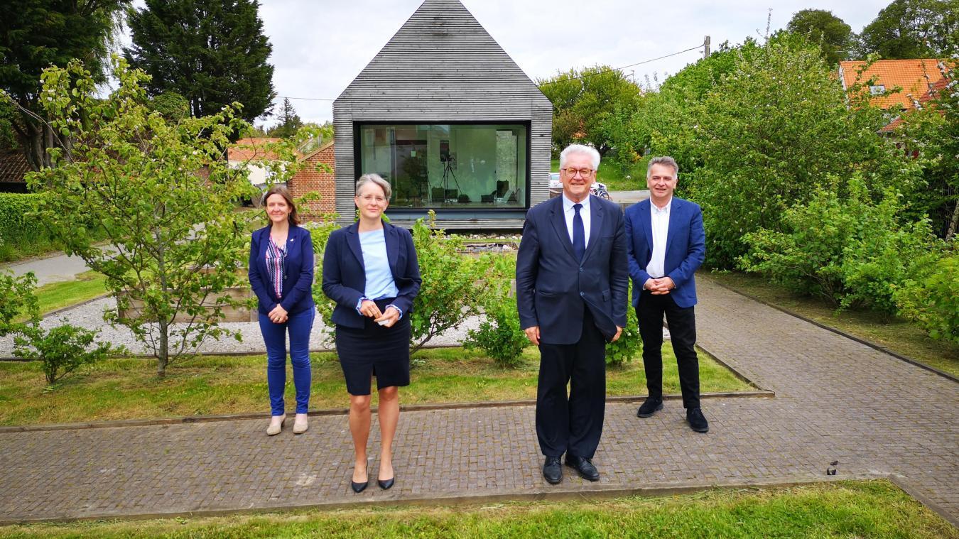 Blandine Drain et Jean-Claude Leroy (au premier plan) ont présenté leur programme à Escœueilles en compagnie de leurs suppléants Estelle Doutriaux et Christian Leroy.