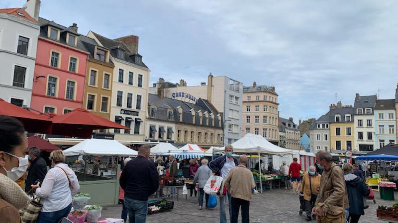 Les habitués du marché de Boulogne profitent d'une météo plutôt clémente
