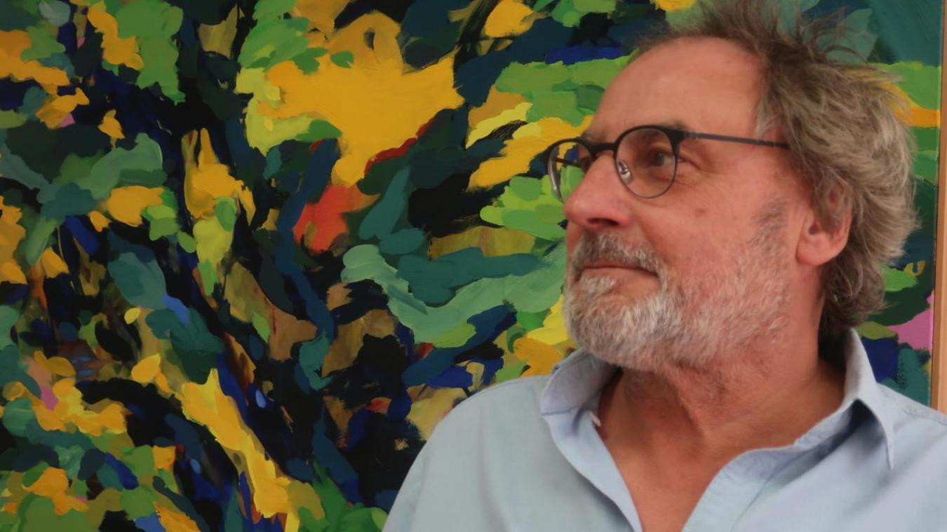 Depuis vendredi, Benoit Delescluse expose ses travaux, le peintre se présente aux Calaisiens.