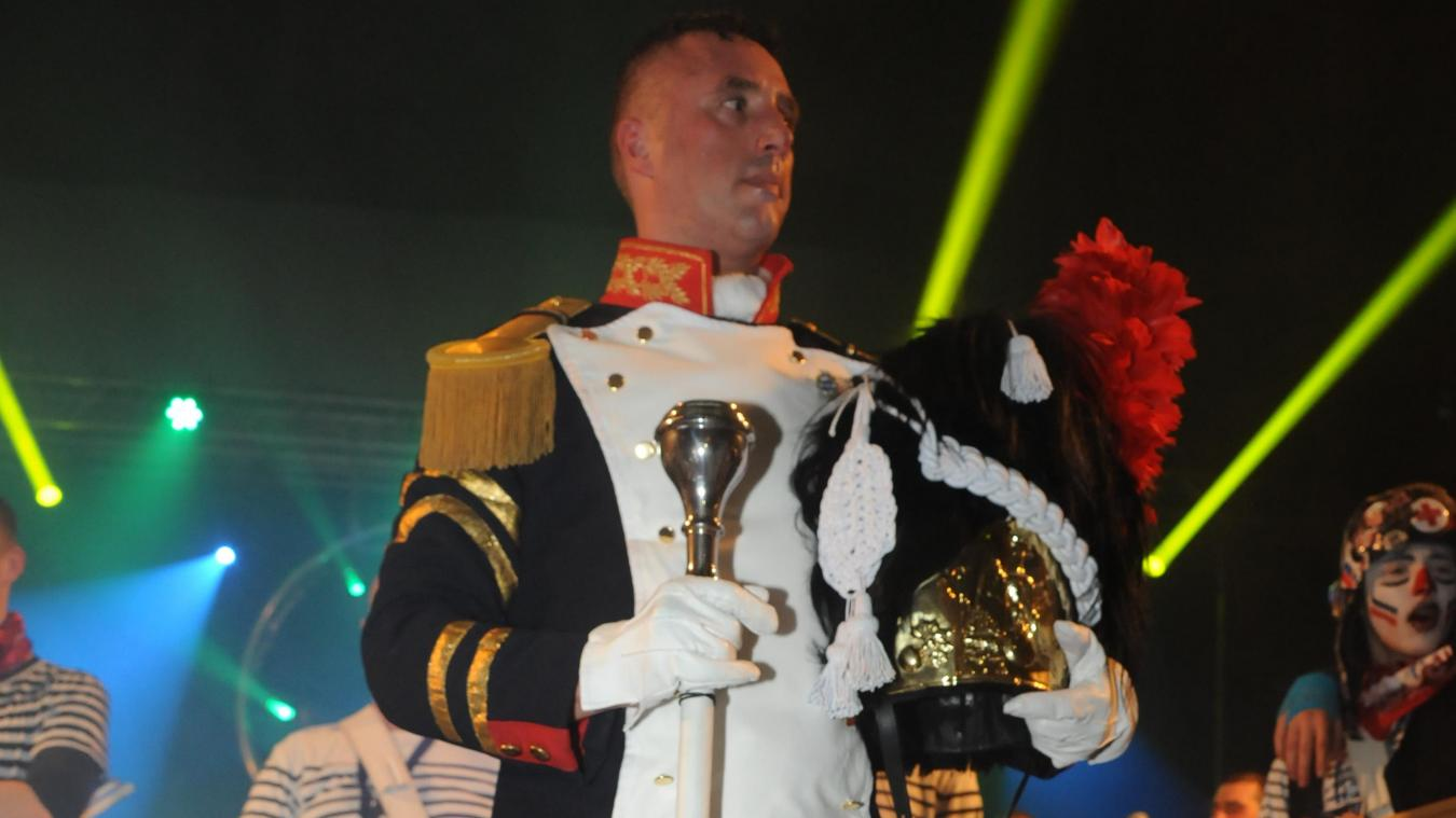 Franck Boyaval, plus connu sous le nom de Koucke Stut Ier, est le nouveau tambour-major de Rosendaël.