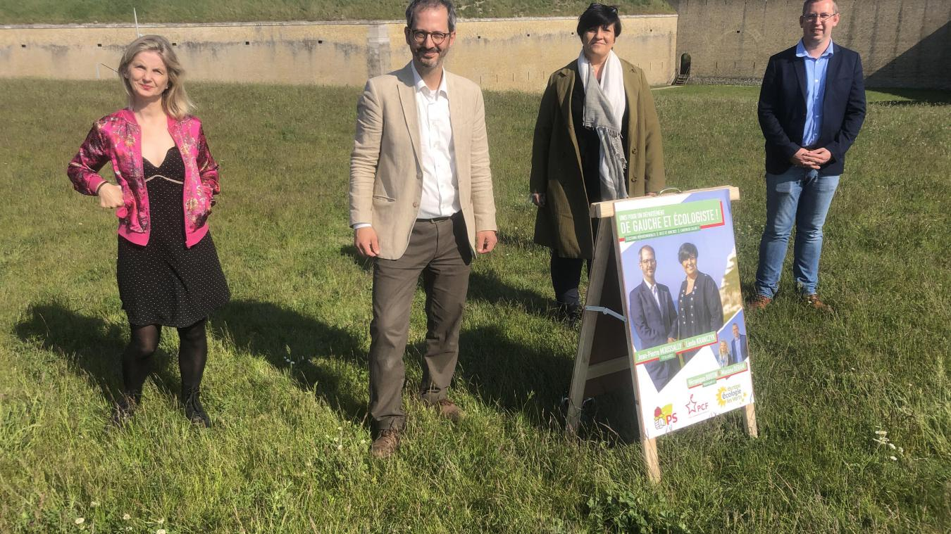 Jean-Pierre Moussally et Linda Krawczyk (au centre en partant de la gauche) sont engagés pour les intérêts de la gauche et de l'écologie sur le canton de Calais 1.
