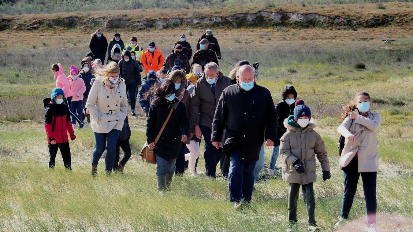 La promenade a emmené les enfants à la plage des Hemmes de Marck.