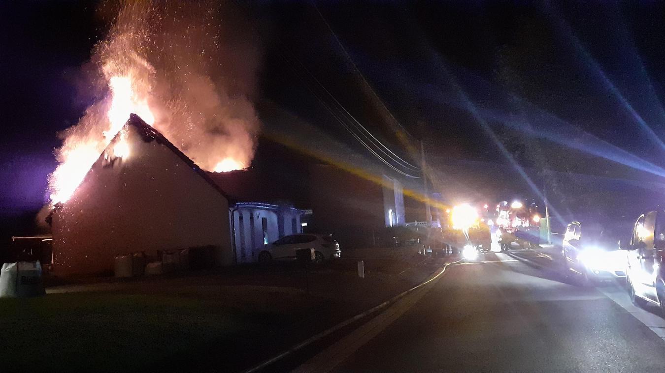 Le feu s'est déclaré au milieu de la nuit.