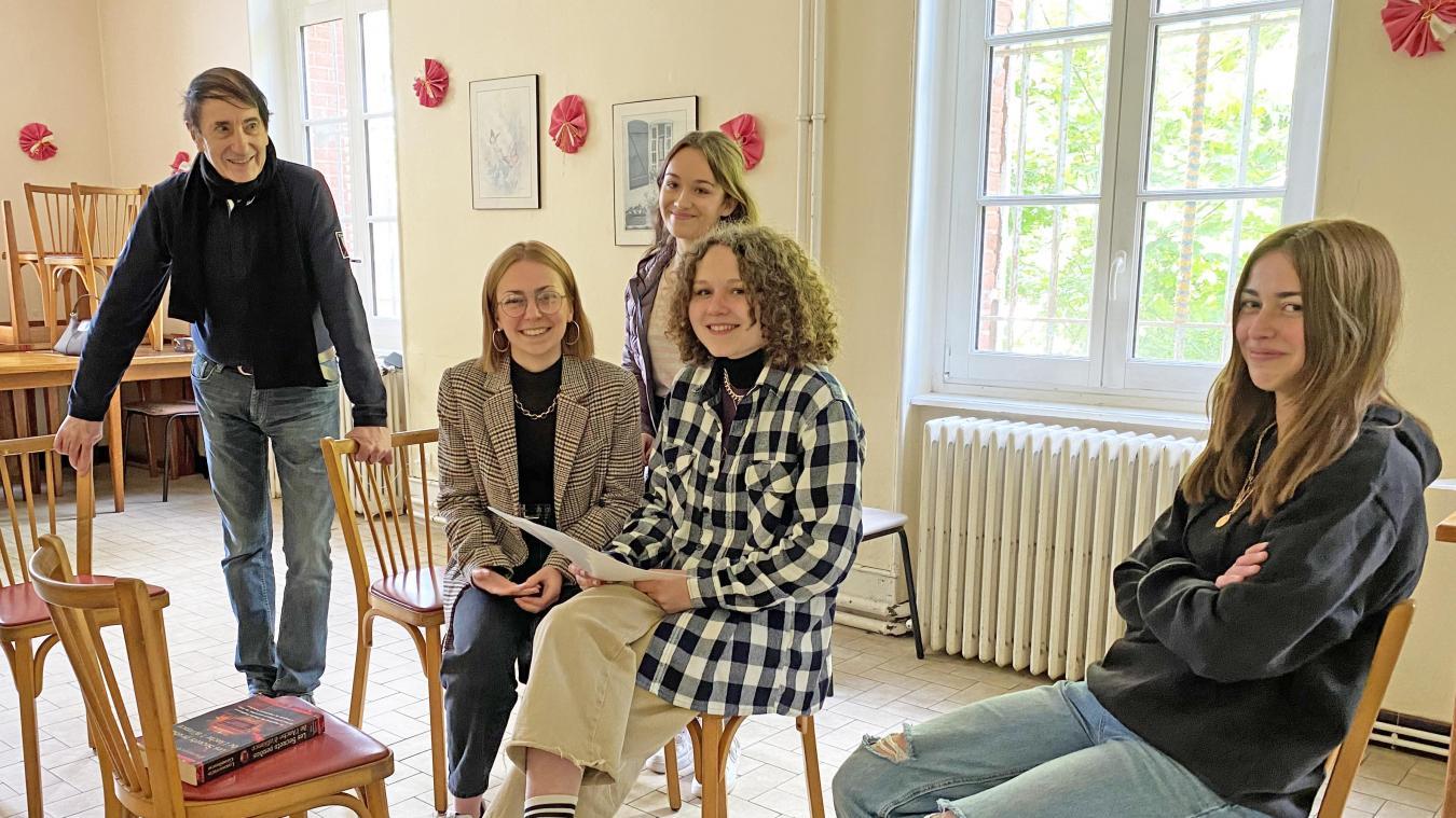 Lola, Marguaux, Pauline et Cassandra en répétition à la maison des associations, mercredi 30 mai.