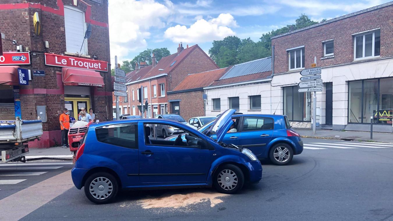 Deux véhicules sont entrés en collision dans le centre d'Estaires.