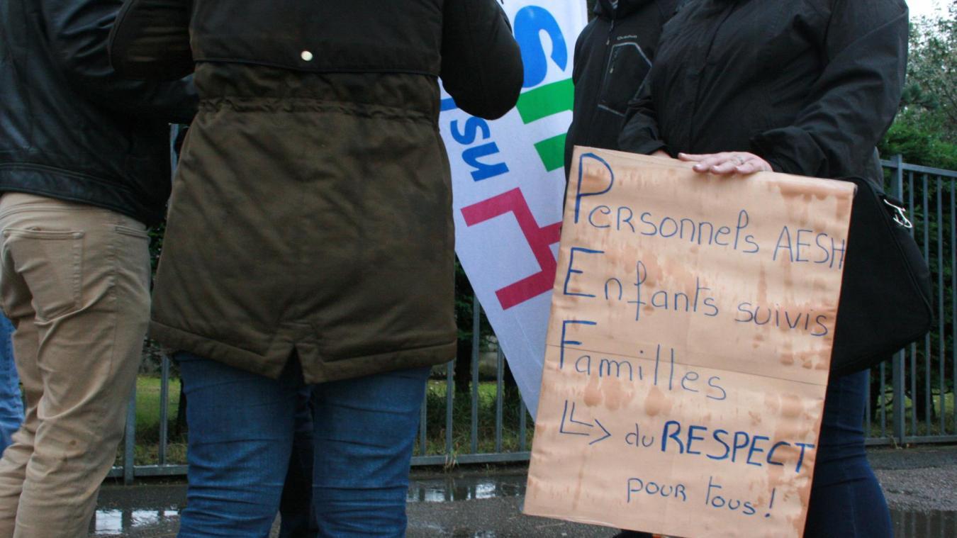 Les AESH avaient manifesté en octobre 2020 devant le collège Vadez de Calais.