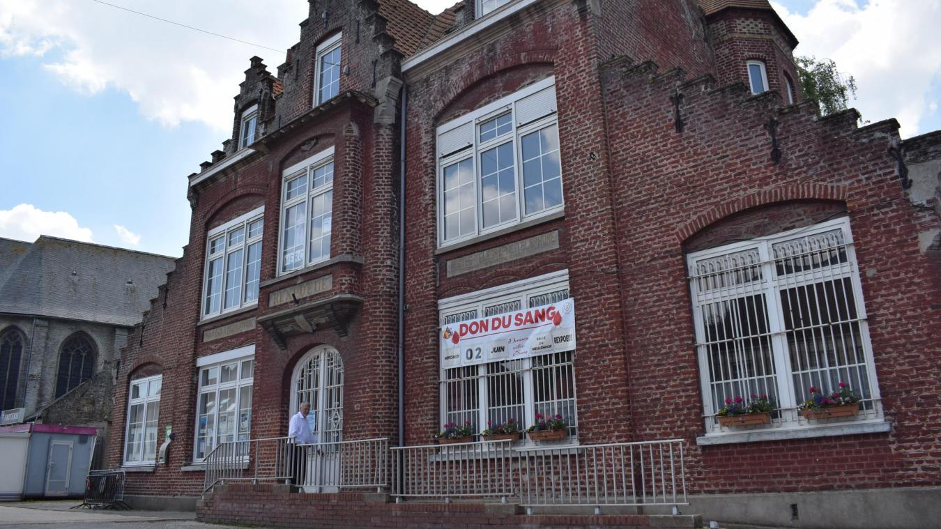 Construit en 1925, ce bâtiment va donc voir arriver le centre social La Passerelle qui, depuis toujours, était situé au premier étage de la mairie.