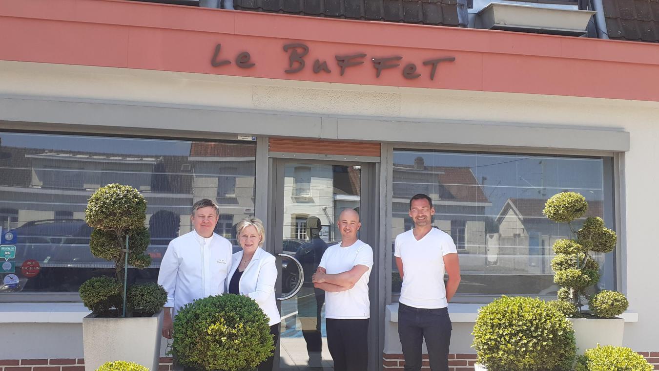 Thierry et Christine Wident, le Buffet, passent le relais à « Histoire de… Bistrot », qui ouvrira le 15 juin, avec les nouveaux propriétaires, Olivier Heusdens et Stéphane Leleu