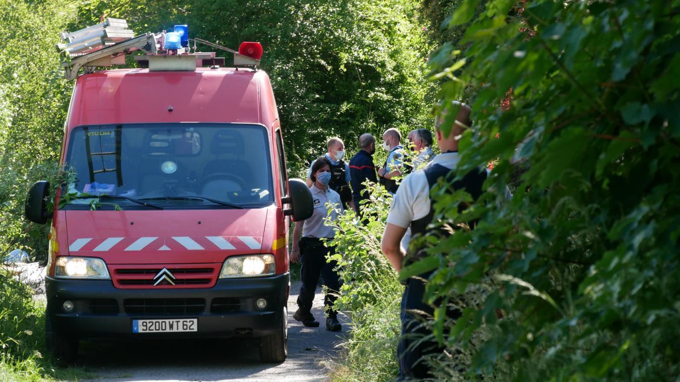 La découverte a été faite à la frontière du Nord et du Pas-de-Calais. Les gendarmes et la police ont dû déterminer qui devait prendre en charge l'enquête.
