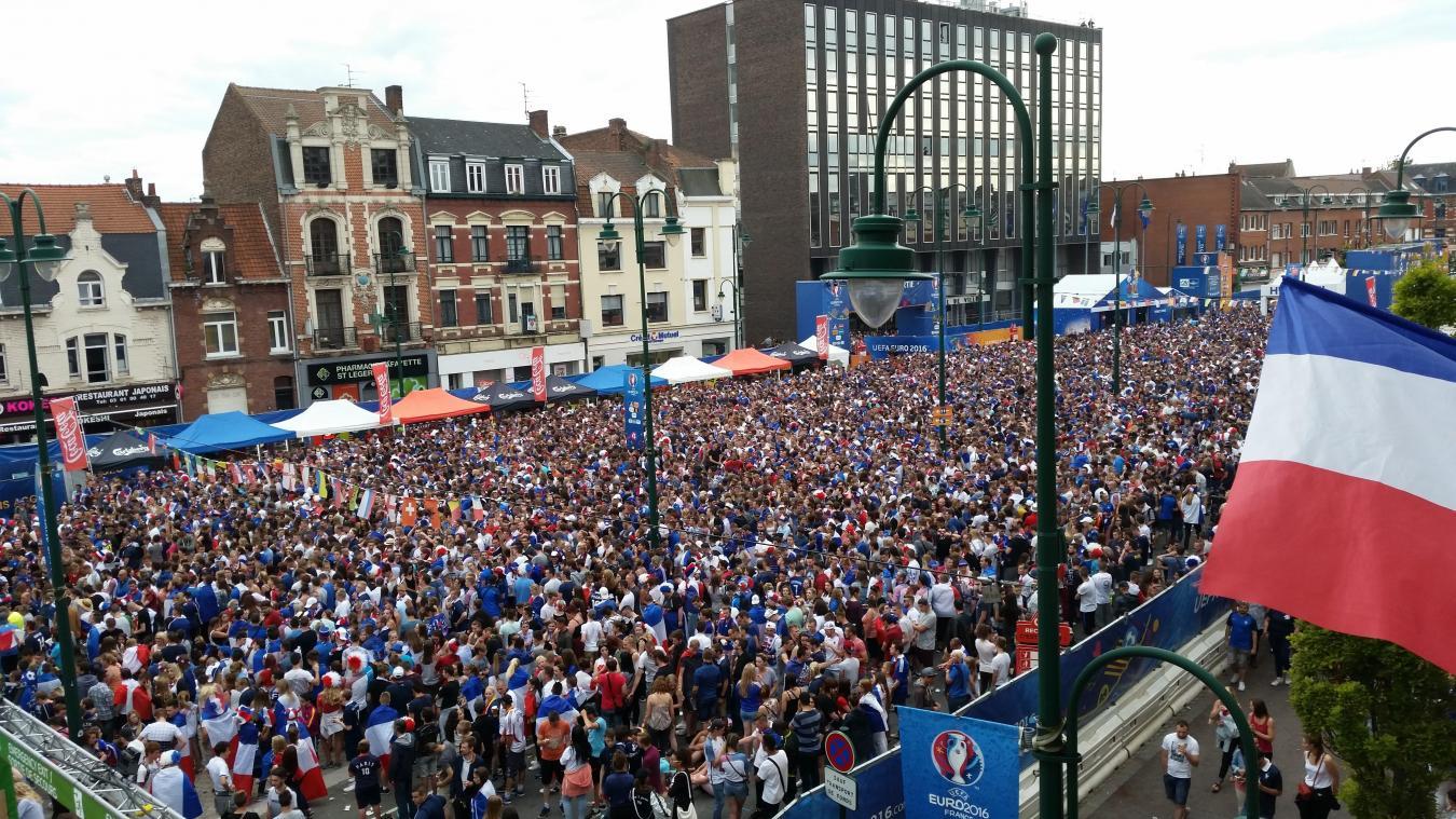 En 2016, près de 10 000 personnes avaient pu se réunir dans la fan zone située place Jean-Jaurès.