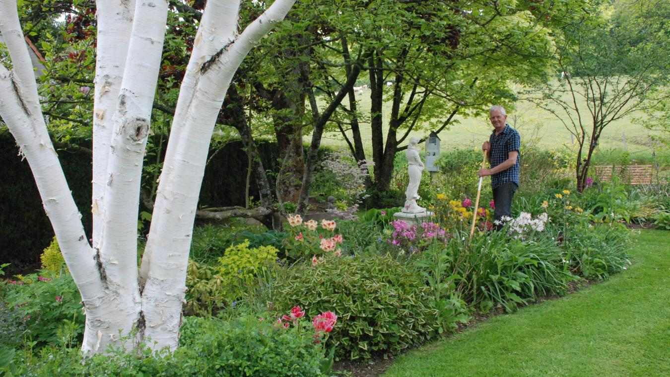 Pour Jean-Bernard mais aussi Maryse, rien de tel que l'huile de coude pour entretenir le jardin