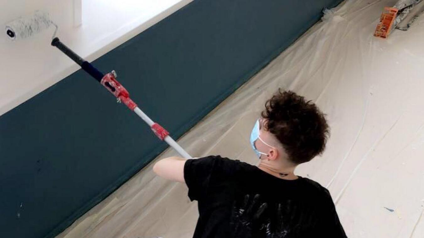 Lucie est en formation (PRF) peintre en bâtiment. Une formation sans théorie, 100% pratique.